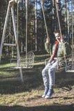 Enfant sur une oscillation photographie stock libre de droits