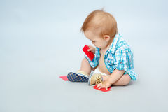 Enfant tenant la carte Photo libre de droits