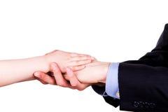 Enfant tenant la main du père. Concept de confiance, de togethterness et de soutien. Photo libre de droits