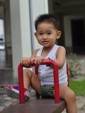 Enfant vilain avec la bascule Image stock