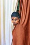 Enfant vilain Portrait d'un peu d'enfant au festival de Holi Photographie stock