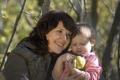 Enfantez et le descendant Photos libres de droits