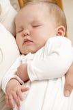 Enfantez la chéri de sommeil de fixation dans la pépinière Images libres de droits