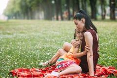 Enfantez le concept énorme d'enfant de parc de pique-nique d'amour du ` s Image stock