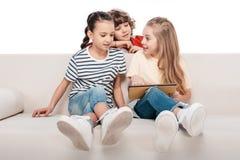 Enfants à l'aide du comprimé numérique Photo libre de droits