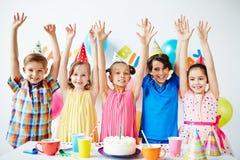 Enfants à la fête d'anniversaire Images libres de droits