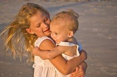 Enfants à la lumière du soleil chaude Image libre de droits