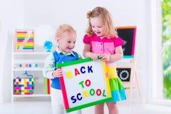 Enfants à la peinture préscolaire Images stock