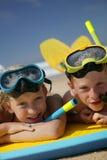 Enfants à la plage photos libres de droits