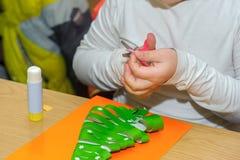 Enfants à une leçon des beaux-arts Image libre de droits