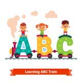 Enfants apprenant le concept d'alphabet Photos stock