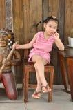 Enfants asiatiques jouant dans la ferme Photos stock