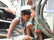 Enfants attendant la nourriture photographie stock libre de droits