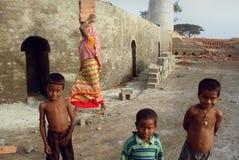 Enfants au Brick-field Images stock