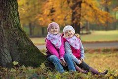 Enfants au jeu en parc Images libres de droits