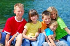 Enfants au lac Image libre de droits