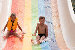 Enfants au stationnement d'aqua Image libre de droits