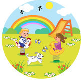 Enfants au terrain de jeu dans la taille ronde Photos stock