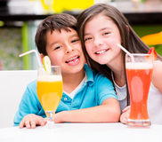 Enfants au wagon-restaurant Images stock
