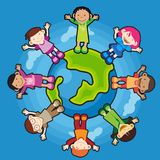 Enfants autour du globe Photographie stock libre de droits