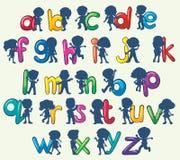 Enfants avec des alphabets anglais Photographie stock libre de droits