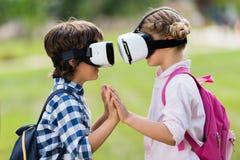 Enfants avec des casques de vr Photographie stock