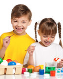 Enfants avec des oeufs de pâques Images stock