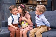 Enfants avec des oeufs de pâques Photo libre de droits