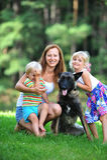 Enfants avec le chien Photographie stock