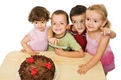 Enfants avec le gâteau Photographie stock libre de droits