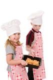 Enfants avec le traitement au four Photographie stock