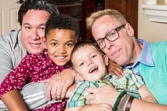 Enfants avec les parents gais Photographie stock libre de droits