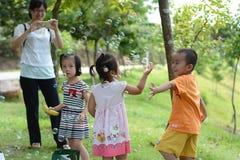 Enfants avec plaisir Photos libres de droits