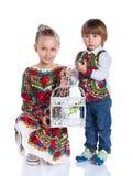 Enfants avec un perroquet Photos stock