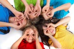 Enfants ayant l'amusement   Images stock