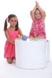 Enfants ayant un thé Image stock