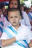 Enfants célébrant le Jour de la Déclaration d'Indépendance en Amérique Centrale Photos libres de droits