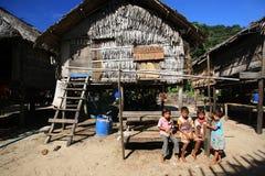 Enfants chez Morgan, gitans de mer, communauté en Phang Nga Images libres de droits