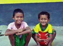 Enfants d'Aeta près de volcan de Pinatubo Image libre de droits