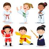 Enfants d'arts martiaux Enfants combattant, judo, le Taekwondo, karaté, k Images libres de droits