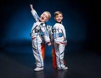 Enfants dans des costumes d'espace photos stock