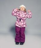 Enfants dans des vêtements d'hiver Photo libre de droits
