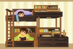 Enfants dans la chambre à coucher Images libres de droits