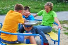 Enfants dans la cour de jeu Photos stock