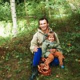 Enfants dans la forêt Images libres de droits