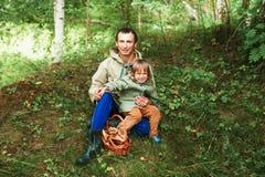 Enfants dans la forêt Photographie stock libre de droits