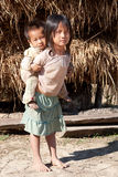 Enfants dans la pauvreté images stock