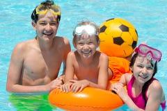 Enfants dans la piscine Photographie stock libre de droits