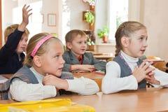 Enfants dans la salle de classe Image libre de droits