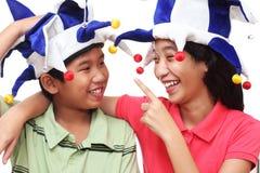 Enfants dans le chapeau de clown Image stock